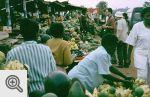 Bazar przy drodze.