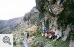 Piknik pod wiszącą skałą w czasie podejścia na Mt. Kenya